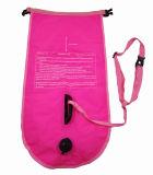 bóia da segurança da nadada 28L e saco seco com o indicador desobstruído para o telemóvel