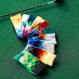 Männer arbeiten glückliche Socken um