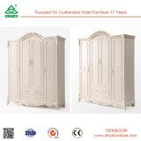 Un guardaroba di legno dei 4 portelli della camera da letto domestica della mobilia di modo