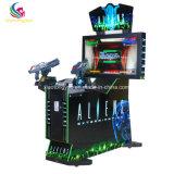 De Jonge geitjes die van de Arcade van de Apparatuur van het vermaak de Grappige Machine van het Spel ontspruiten