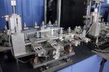 Botella del animal doméstico del buen funcionamiento que hace la máquina