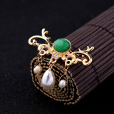 寛大なPearl Brooch Pin Jewelry方法によってダイヤモンド覆われる吊り下げ式の女性
