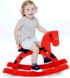 Cavalo balançando de madeira da pequena estrela