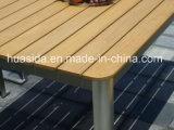 De Eettafel van het restaurant die met het Houten OpenluchtMeubilair van het Roestvrij staal wordt geplaatst