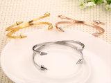 Qualitäts-Doppelt-geöffnetes Pfeil-Farben-Edelstahl-Armband