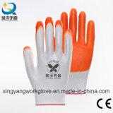 Les nitriles ont enduit les gants protecteurs de sûreté de travail d'interpréteur de commandes interactif de polyester (N005)
