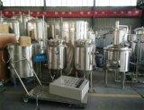 Equipamento da cervejaria do laboratório para o ensino da universidade