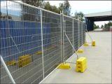 El tipo cerca temporal galvanizada movible de Australia se coloca concreto