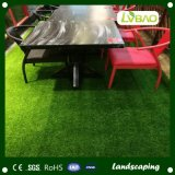 정원과 정원사 노릇을 하기를 위한 가짜 인공적인 잔디