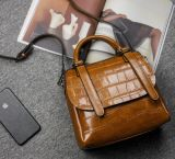 2018熱い販売型のハンドバッグ女性のための本物牛革メッセンジャー袋