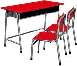 아이는 탁상에 놓고 착석시키거나 아이들 테이블 착석시킨다