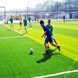 52mm de altura de forma cruzada para o campo de futebol de relva artificial