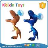 El animal caliente de la venta juega el dinosaurio plástico con el agarrador