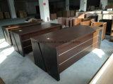 本箱及び移動可能な引出しのキャビネットが付いている執行部の机
