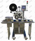 Alimentador do malote plástico e máquina de etiquetas automáticos
