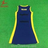 安いパターン女の子のセクシーなネットボールの服のカスタム昇華ネットボールのユニフォーム