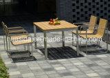 Vector de cena al aire libre con las sillas cuadradas del diseño