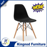 足のレプリカのDsw木製のEamesの椅子が付いているプラスチック椅子