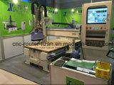 Holz-Tür, die CNC-Maschinerie-Hilfsmittel herstellt