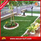 Alfombra verde artificial del animal doméstico para el jardín