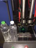 Semiautomática máquina de soplado de Pet para soplar botellas para productos líquidos.