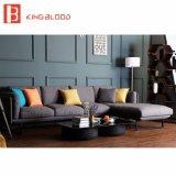 Il sofà d'angolo moderno del tessuto grigio reale di stile ha impostato con il blocco per grafici del metallo per il salone