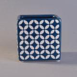正方形の陶磁器の蝋燭ホールダーはとのパターンを浮彫りにする