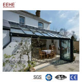 햇빛 겨울에 있는 명확한 커버 유리 녹색 집 온실