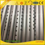 Perfil de aluminio del CNC con el corte, doblando, perforación, perforando