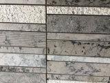 Mattonelle di mosaico di pietra di marmo grige impilate del reticolo