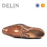 Nouveau design résistant à la main des hommes s'habiller des chaussures en cuir