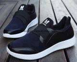 Отдых вскользь ботинок новых людей типа обувает ботинки тапок