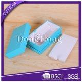 Rectángulo de empaquetado del regalo de papel rígido con las tarjetas y el registro