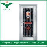 Exterior de la puerta de acero inoxidable de villa o apartamento