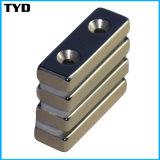 Countersunk Holesの等級N42 Sintered NdFeB Magnet Block