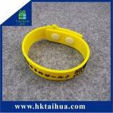 Braccialetto di verniciatura impresso promozionale del Wristband del PVC di marchio della stampa adulta su ordinazione di formato con i tasti