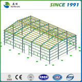 Construção da estrutura de aço com painéis de telhado de isolamento