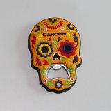 Forme du crâne décorées aimants de réfrigérateur en PVC avec une bouteille de la fonction de l'ouvreur