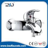 Однорычажной установленный стеной латунный Faucet ванны смесителя ливня ванны