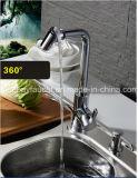 Rubinetto sanitario della cucina dei 360 della parte girevole articoli del rubinetto d'ottone del miscelatore moderno del dispersore