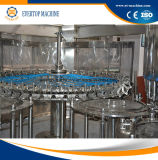 Разлитая по бутылкам высоким качеством машина завалки воды весны