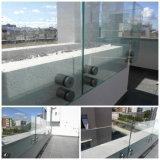 Inferriata di vetro del contrappeso del balcone con il corrimano della parte superiore dell'acciaio inossidabile o senza