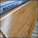 La capa de 3 tiras de 3 pisos de madera de roble