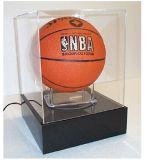 黒いベースが付いているアクリルのバスケットボールのディスプレイ・ケース