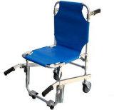 Barella della presidenza della scala dell'ambulanza con le rotelle