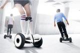 2つの車輪が付いているXiaomi Ninebotの自己によって運転されるスクーター
