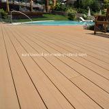 Il legno classico impermeabile e la superficie composita di plastica hanno smerigliato il Decking di WPC