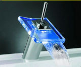 Cascade de nouvelle conception du bassin de la salle de bains mélangeurs à LED (WH-L-002)