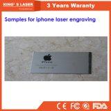 Macchina per incidere automatica del laser di iPhone tenuto in mano