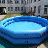 Pequeña piscina hinchable para niños
